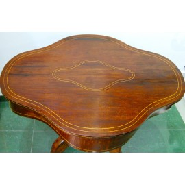 Tavolo da centro in noce della fine del XIX secolo