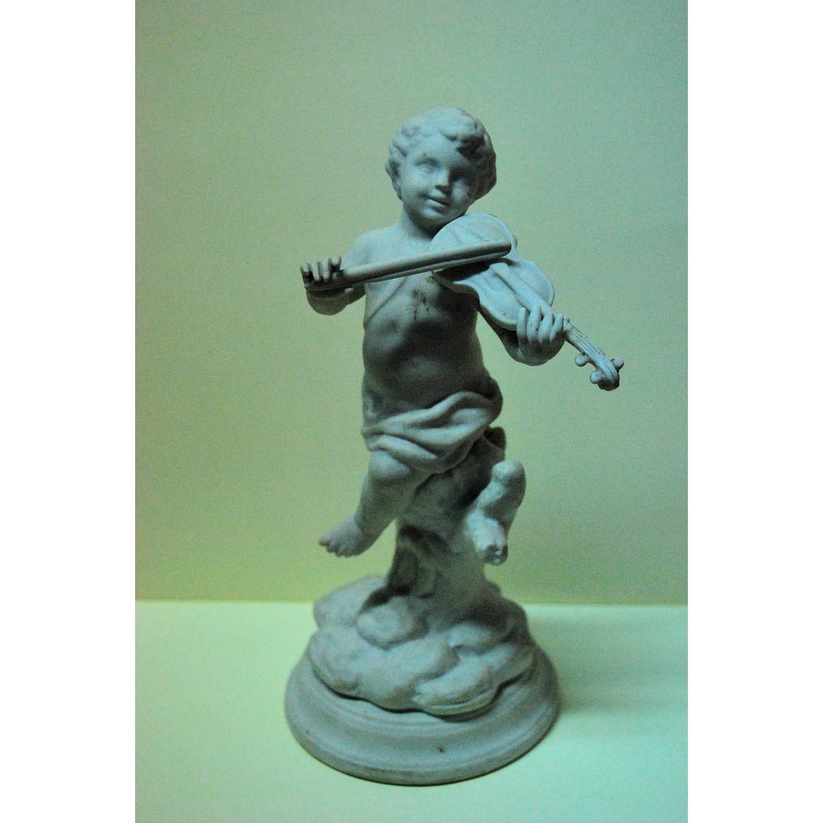 Biscuit, niño tocando el violín.