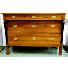 Empire chest of drawers in walnut, Italy, early nineteenth century.