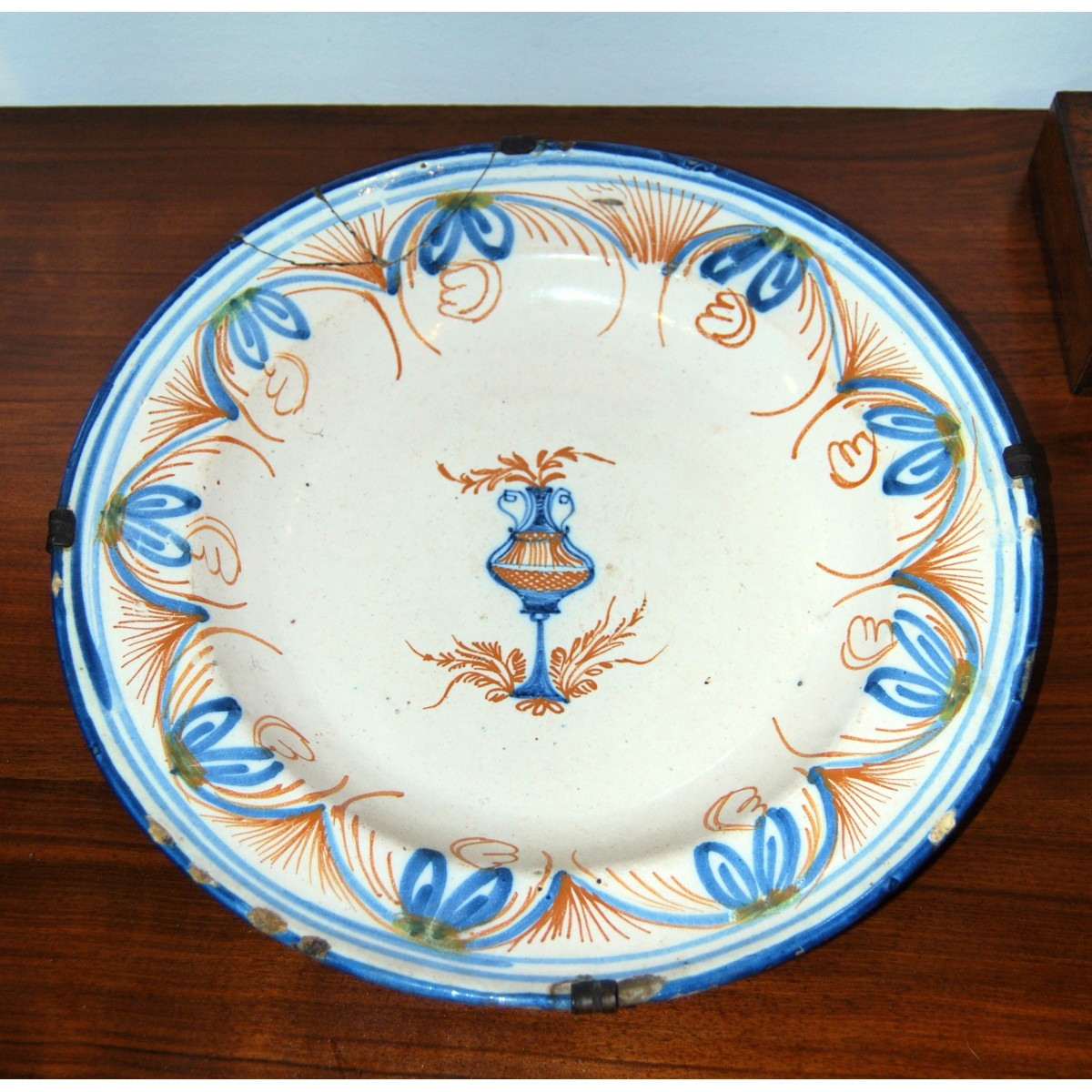 PLato de cerámica de Ribesalbes, Castellón.