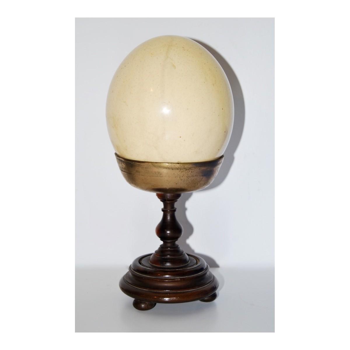 Cáliz con huevo de avestruz, siglo XIX.