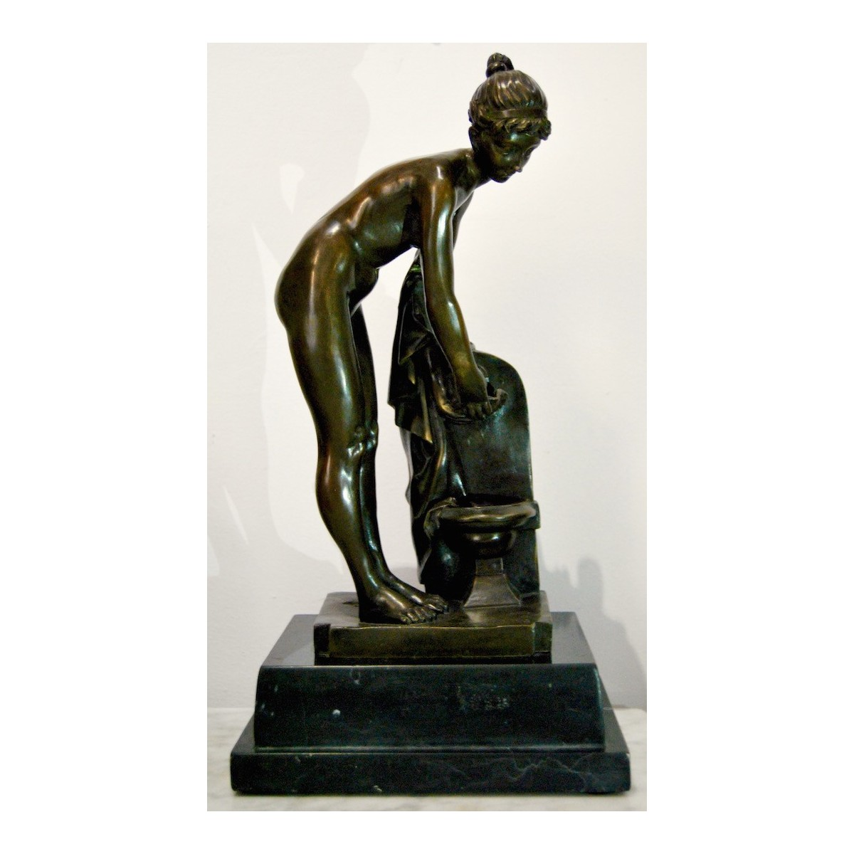 Bronze, period decó, naked woman