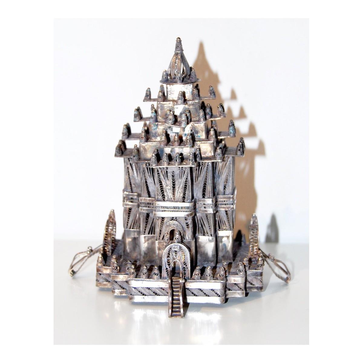 Templo hinduista realizado en filigrana de plata
