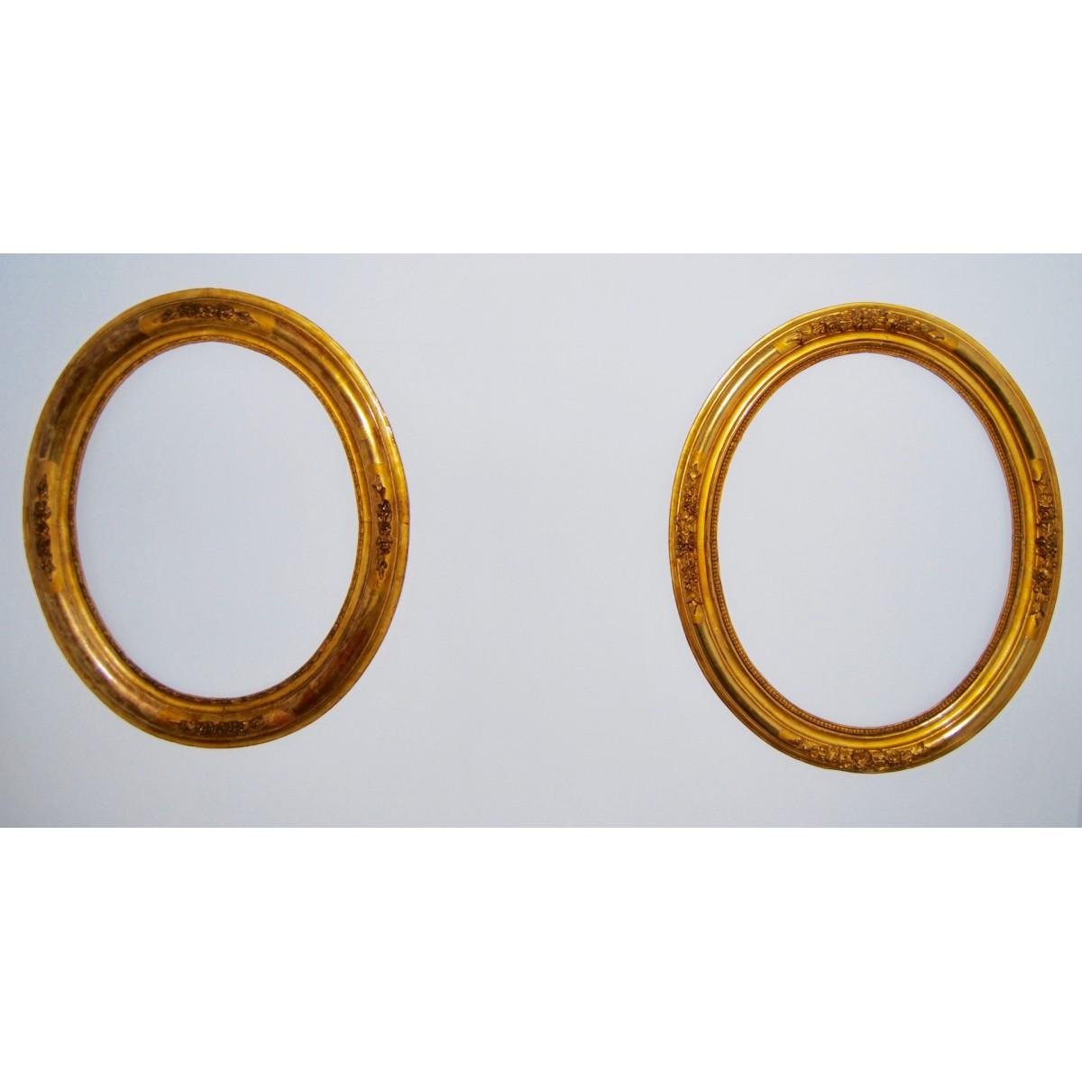 Pareja de marcos ovalados dorados, siglo XIX.