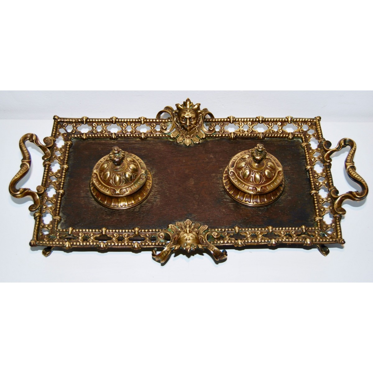 Escribanía de bronce del siglo XIX.