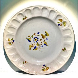 Plato de cerámica de Alcora del siglo XIX