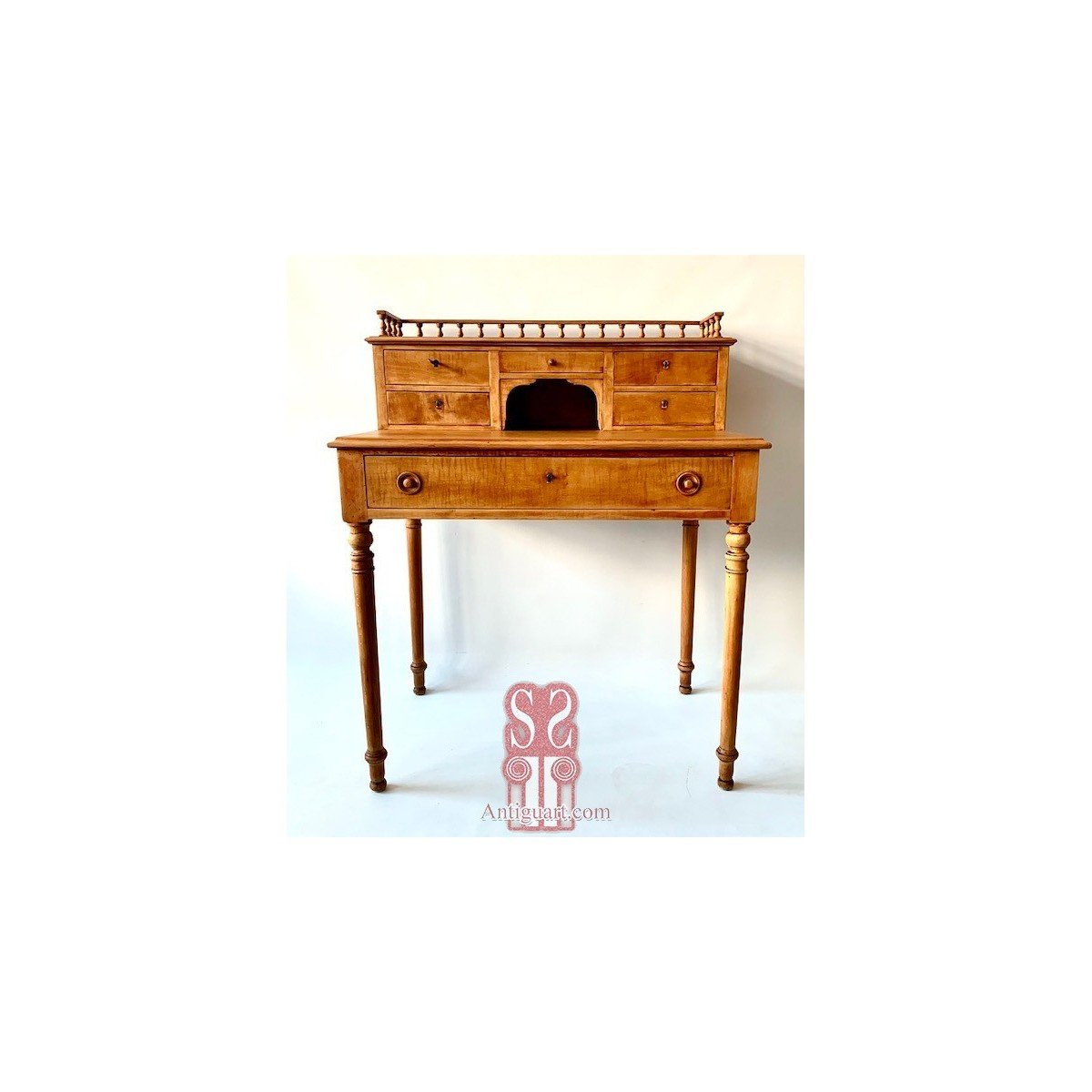 Laminated writing desk in maple, late 19th
