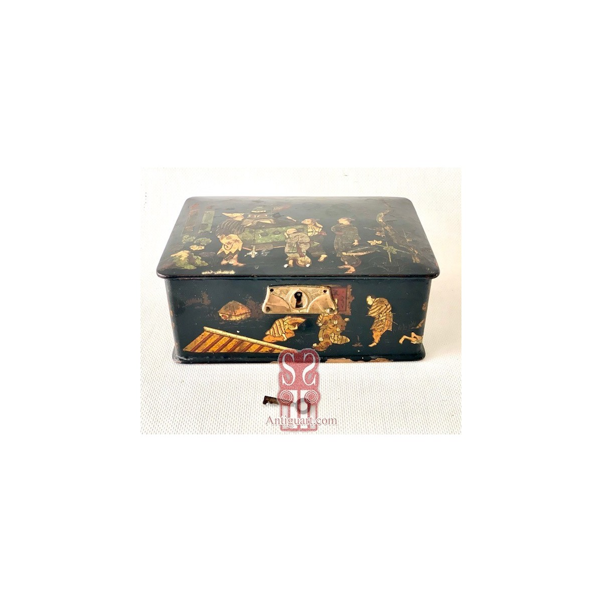 Japanese wooden box from the 19th century