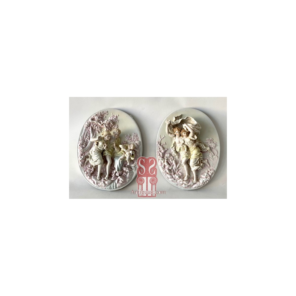Pair of oval high-reliefs in Meissen porcelain