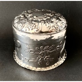 Round box sterling silver, English, Chester 19th