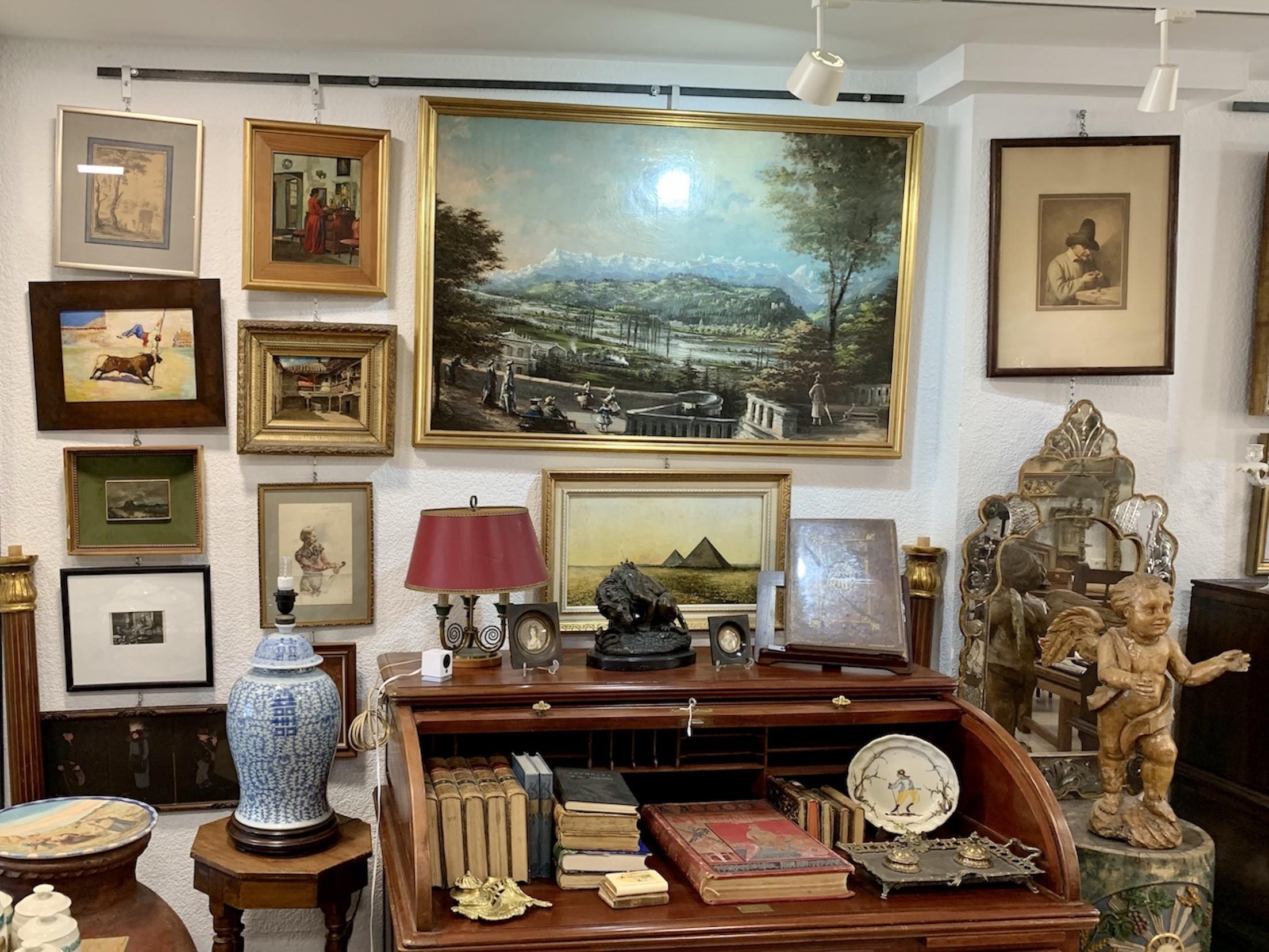 tienda de antigüedades y decoración
